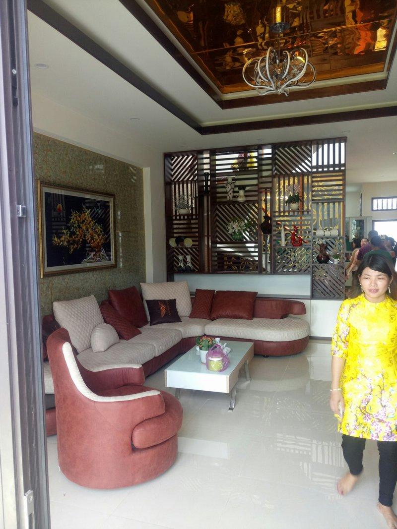 Phòng khách hiện đại sử dụng sofa