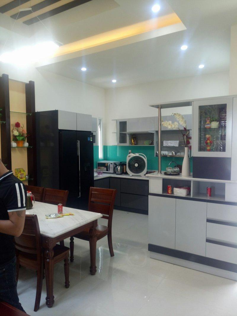 Phòng bếp rộng hiện đại