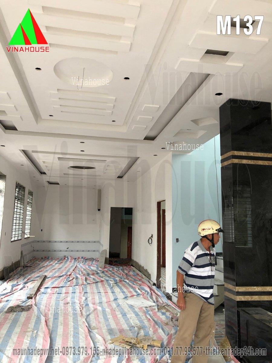 Đang hoàn thiện phần nội thất trần thạch cao